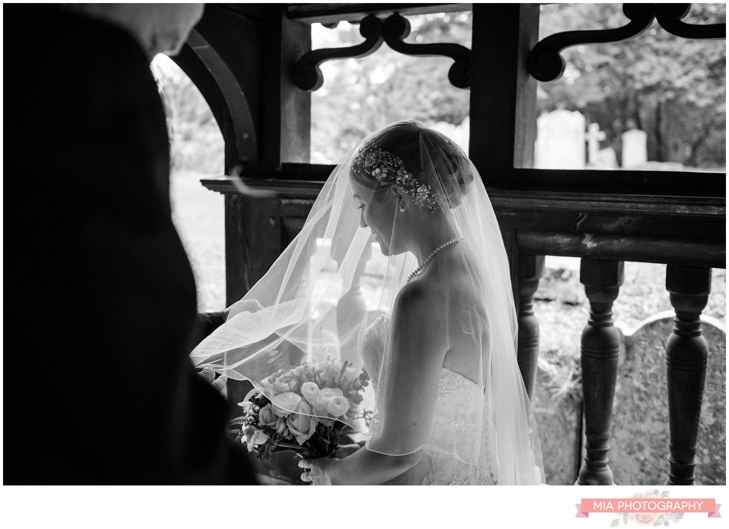 bursledon wedding - st leanard's church